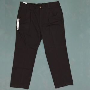 NWT Haggar Black Relaxed Fit Pleated Pants 42Wx32L